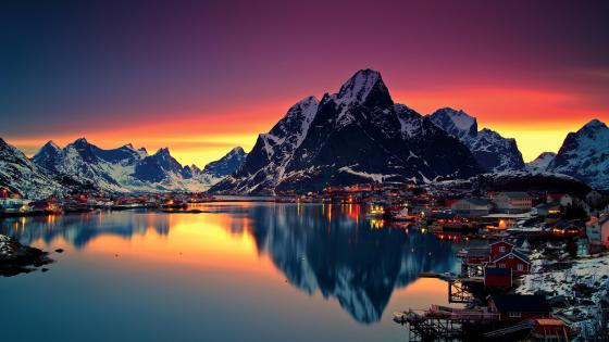 Midnight sun reflection in Lofoten, Norway wallpaper