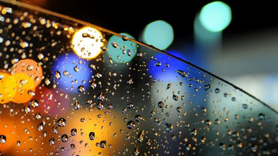 Raindrops with bokeh lights wallpaper