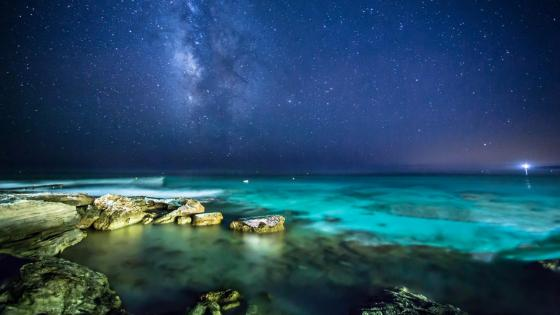 Milky Way over the sea wallpaper
