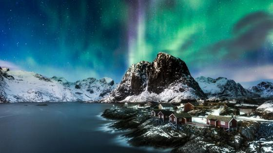Polar lights over Lofoten, Norway wallpaper