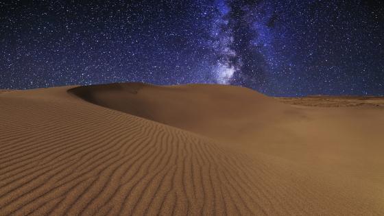 Milky way above the desert dunes wallpaper