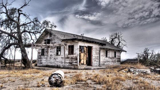 Abandoned haunted house in Fort Collins, Northern Colorado wallpaper