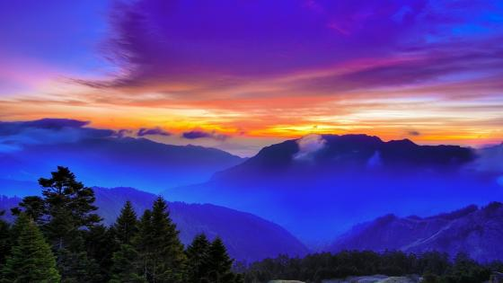 Foggy mountains in Taiwan wallpaper