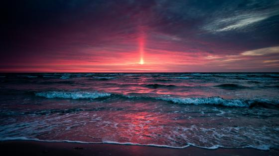 Red sky above the sea wallpaper