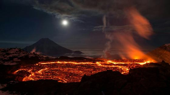 Stunning Pictures of Plosky Tolbachik Volcano Eruption wallpaper