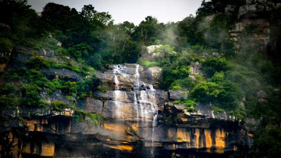 Waterfall in Ooty (Udhagamandalam), India wallpaper