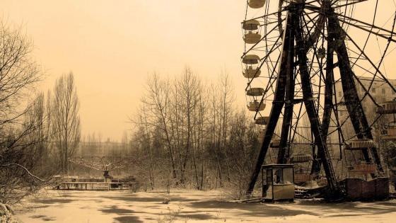 Ferris whell in Pripyat amusement park - Monochrome Photography wallpaper