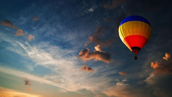 Hot air balloon on the sky wallpaper