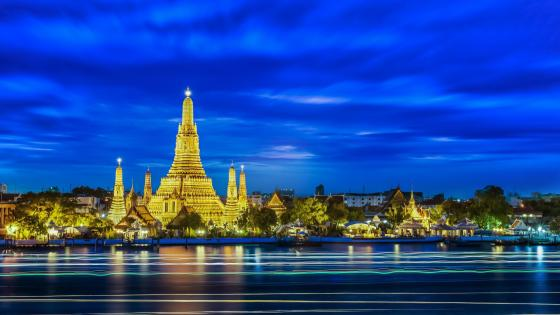 The Temple of So-thorn, in Thailand, in the evening wallpaper