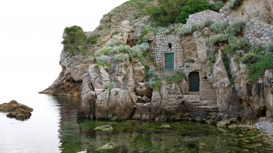 Kolorina Bay with medieval buildings in the walls - Dubrovnik wallpaper