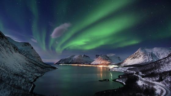 Northern lights over Soervaag, Faroe Islands, Norway wallpaper