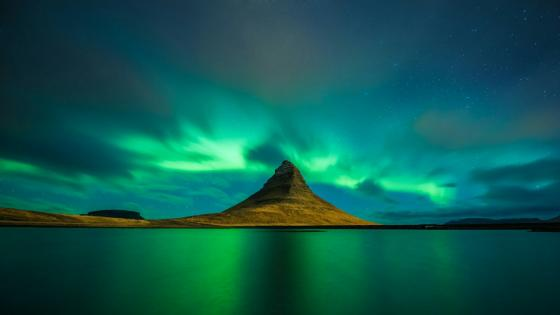 Kirkjufell Mountain & Aurora Borealis - Iceland wallpaper
