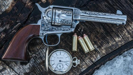 Antique pocket watch and a revolver wallpaper