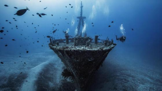 Underwater shipwreck wallpaper
