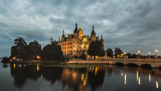 Schwerin Castle at dusk wallpaper