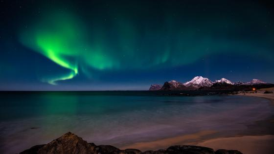 Northern lights over the sea wallpaper