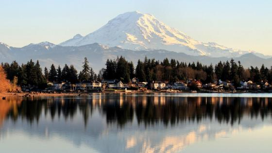 Lake Tapps and Mount Rainier - Washington wallpaper
