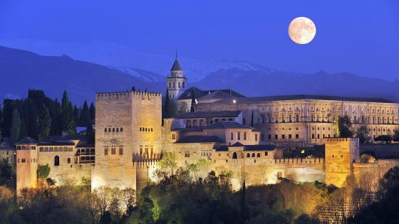 Alhambra Palace at night wallpaper
