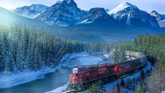 Rail transport in the Canadian Rockies wallpaper