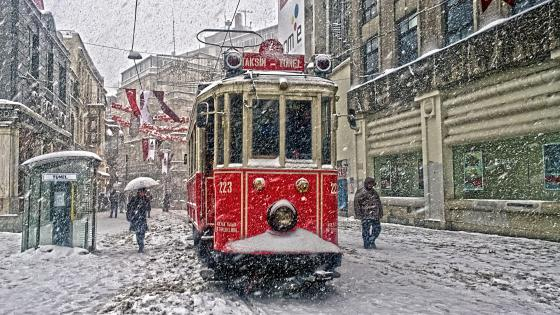 Red Tram at Istiklal Avenue, Istambul wallpaper