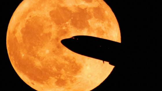 Plane with Supermoon wallpaper