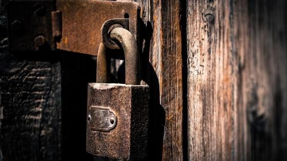 Rusted padlock wallpaper