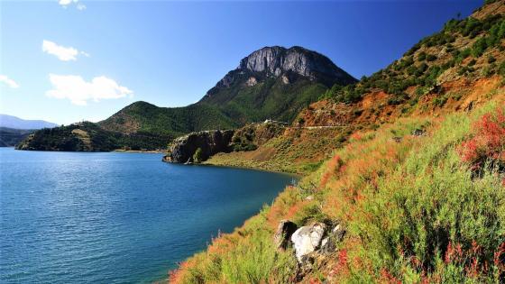 Gemu Mountain in Lugu Lake, Lijiang wallpaper