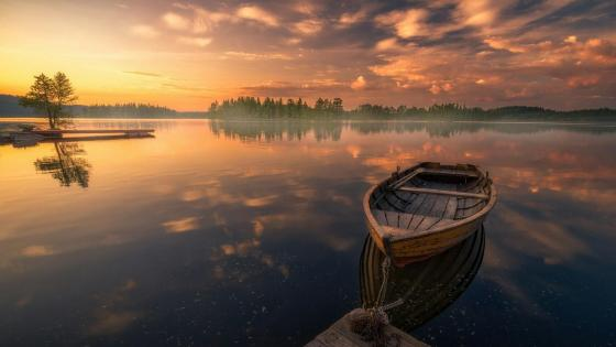 Sunrise over the lake wallpaper