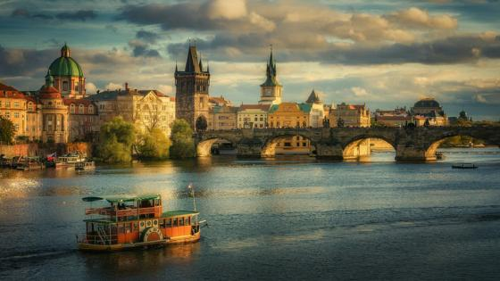 The Charles Bridge in Prague wallpaper
