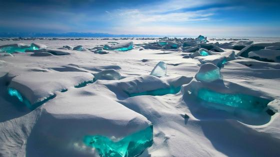 ❄️ Icy Lake Baikal, Russia wallpaper