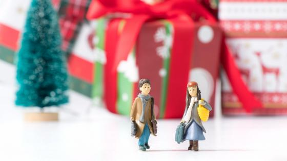 Christmas couple figures wallpaper