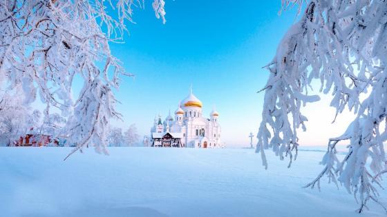 Belogorsky Monastery of St. Nicholas in winter wallpaper