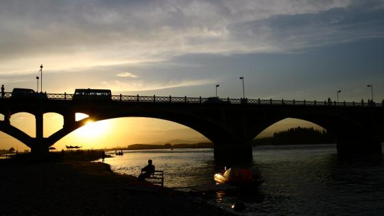 The setting sun of Ili River bridge wallpaper