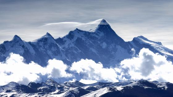 Namjagbarwa peak with cloud wallpaper