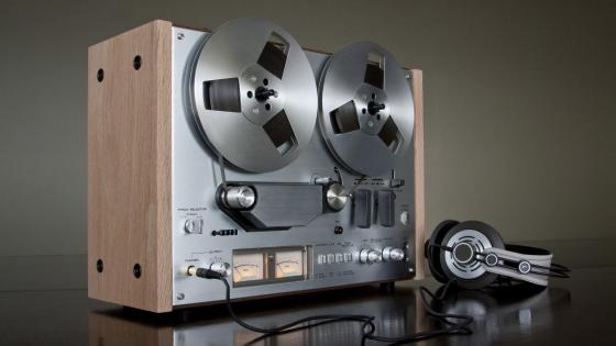 Reel-to-reel audio tape recorder wallpaper