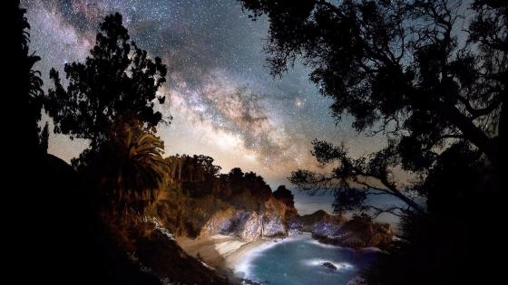 Milky Way over the bay wallpaper