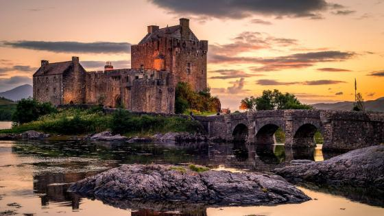 Eilean Donan Castle in sunset wallpaper