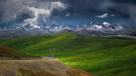 Sky-high mountains in China wallpaper