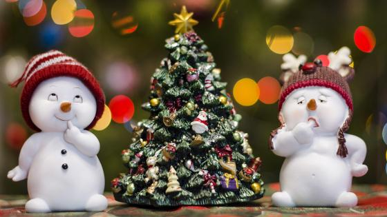 Snowmen and Christmas tree wallpaper
