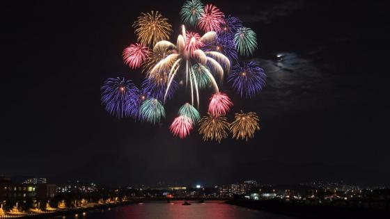 Fireworks above Huangpu River, Shanghai wallpaper