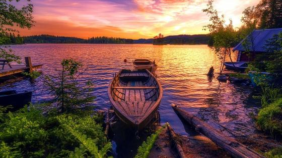 Calm lake in the sunset wallpaper