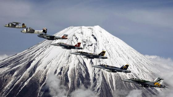 Mount Fuji - Formation Flying wallpaper