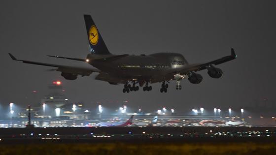 Lufthansa 747-400 wallpaper