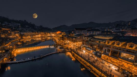 The moon in the ancient city wallpaper