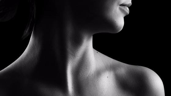 Beautiful shoulders wallpaper