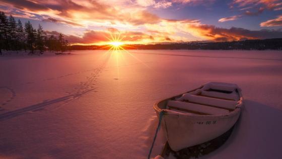 Snowy boat wallpaper