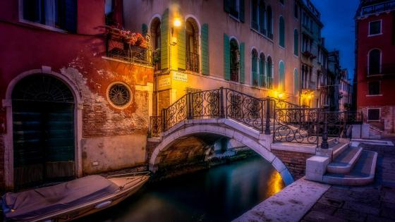 Venice canal at night, Italy wallpaper
