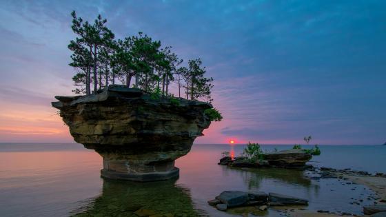 Turnip Rock at dusk (Michigan) wallpaper