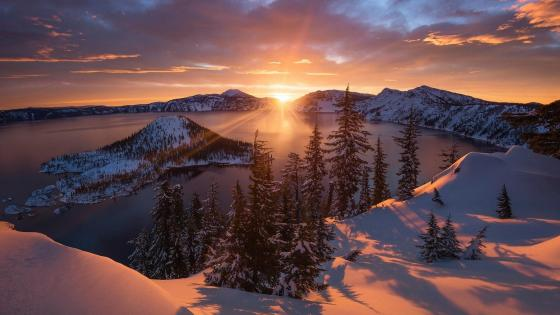 Crater Lake and Wizard Island (Oregon) wallpaper