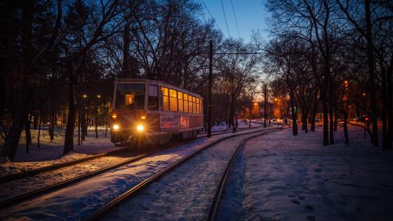 Tram at dusk wallpaper